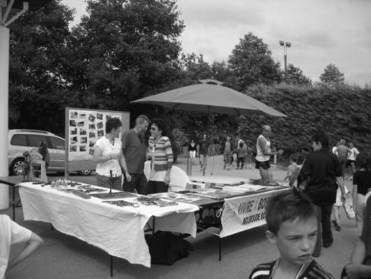 Présentation de l'association et vente d'artisanat le jour de la cours